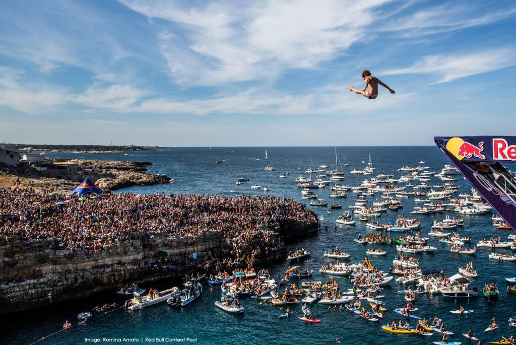 Gary Hunt of the UK dives from the 27.5 metre platform during the seventh stop of the Red Bull Cliff Diving World Series, Polignano a Mare, Italy on September 13th 2015. // Romina Amato/Red Bull Content Pool // P-20150913-00385 // Usage for editorial use only // Please go to www.redbullcontentpool.com for further information. //